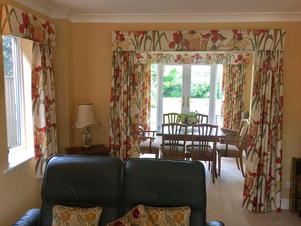 Set of floral curtains